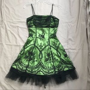 Morgan & Co. Formal Homecoming Green Black Dress